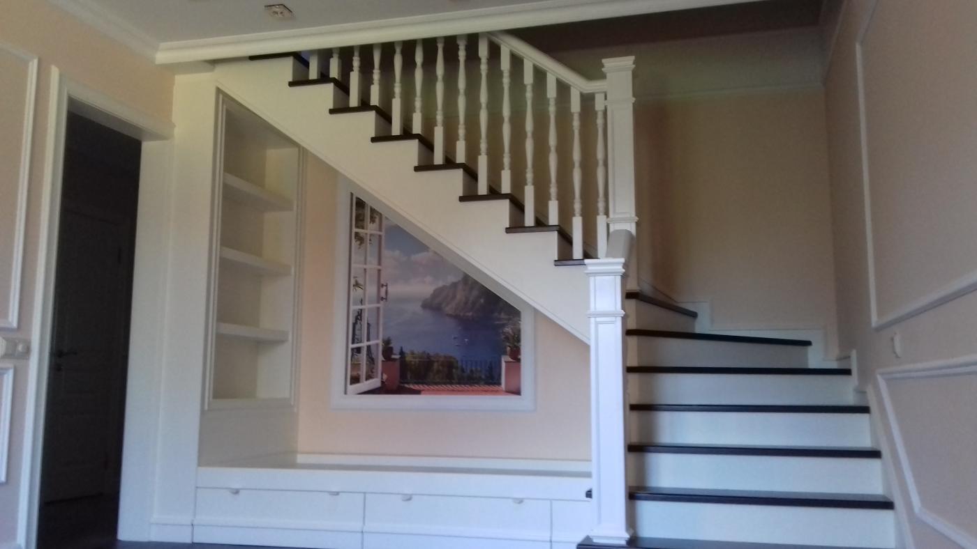 Столярные и плотницкие работы. Пространство под лестницей