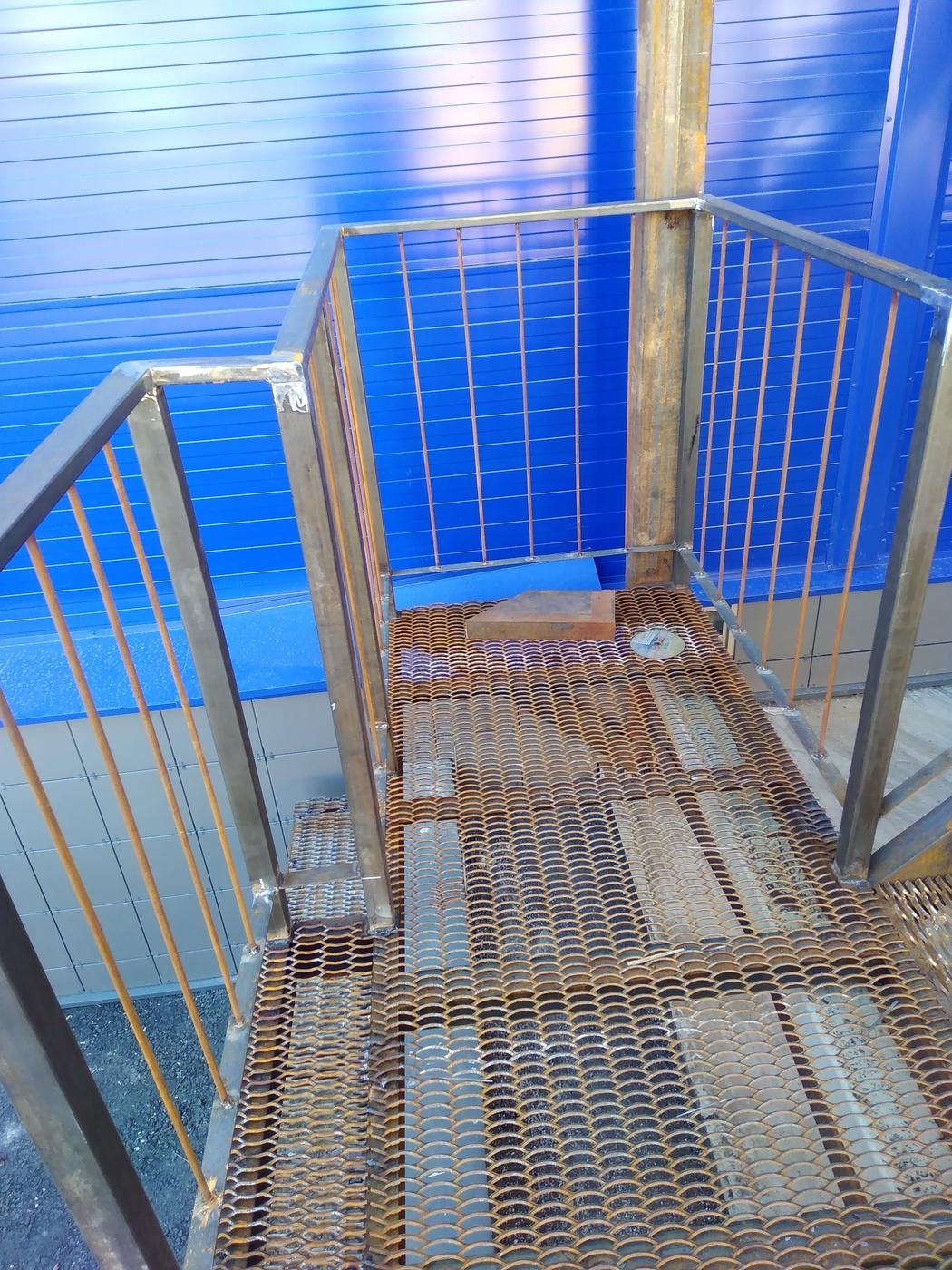 Сварочные работы. Изготовление пожарной лестницы для Ленты.