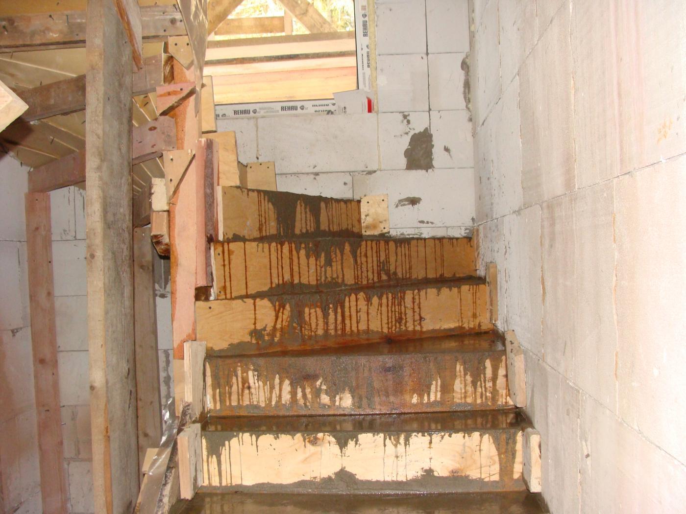Бетонные работы. Монолитная лестница с забежными ступенями