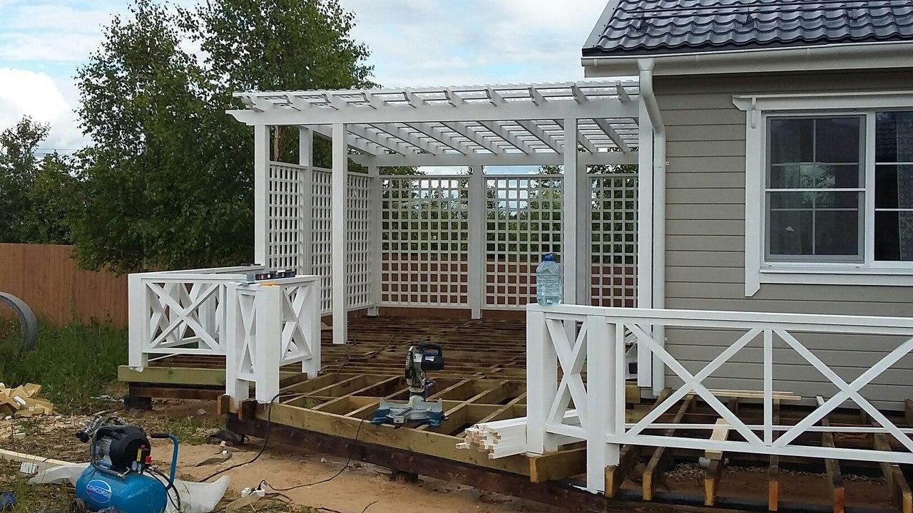 Строительство домов и коттеджей. Строительство каркасного дома с террасой и перголой