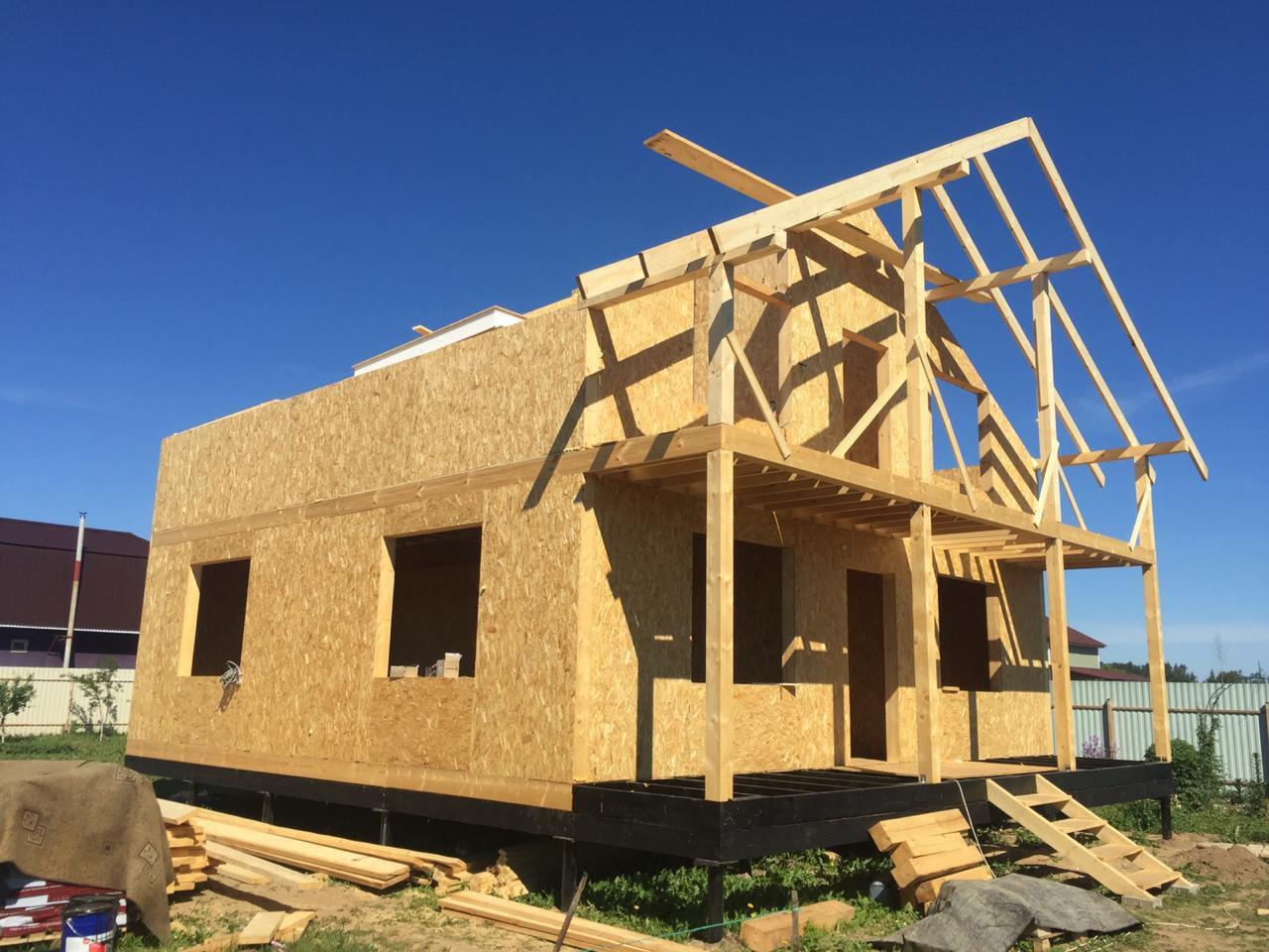 Строительство домов и коттеджей. Сборка СИП панельного дома.